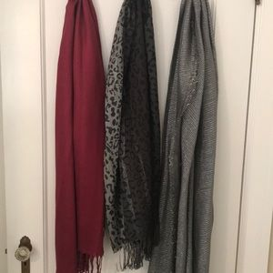 3 Heavy winter and fashion scarves